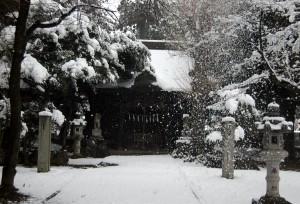 神社雪化粧